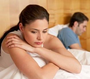 Женщина отвернулась от мужа